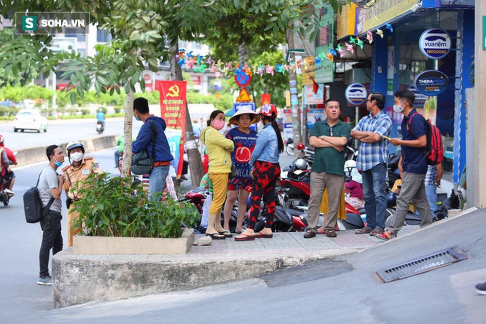 Công an khám xét nhà Phó chủ tịch TP.HCM Trần Vĩnh Tuyến - Ảnh 12.