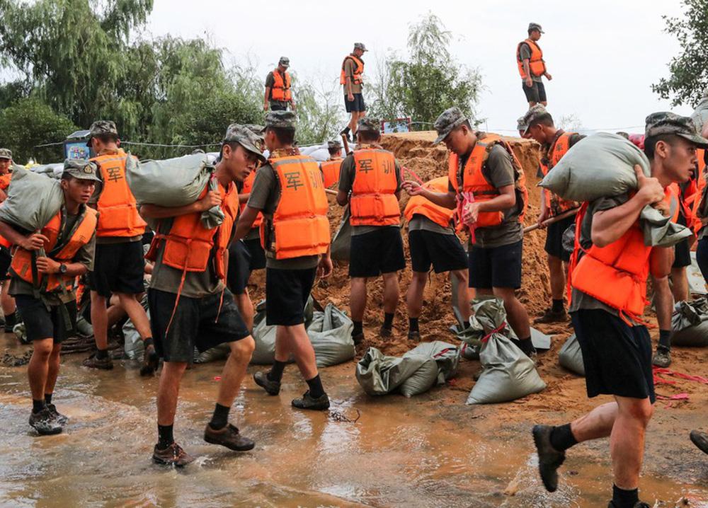 Ảnh: Lũ lụt nghiêm trọng nhất 3 thập kỷ tàn phá nhiều tỉnh thành ở Trung Quốc - Ảnh 5.