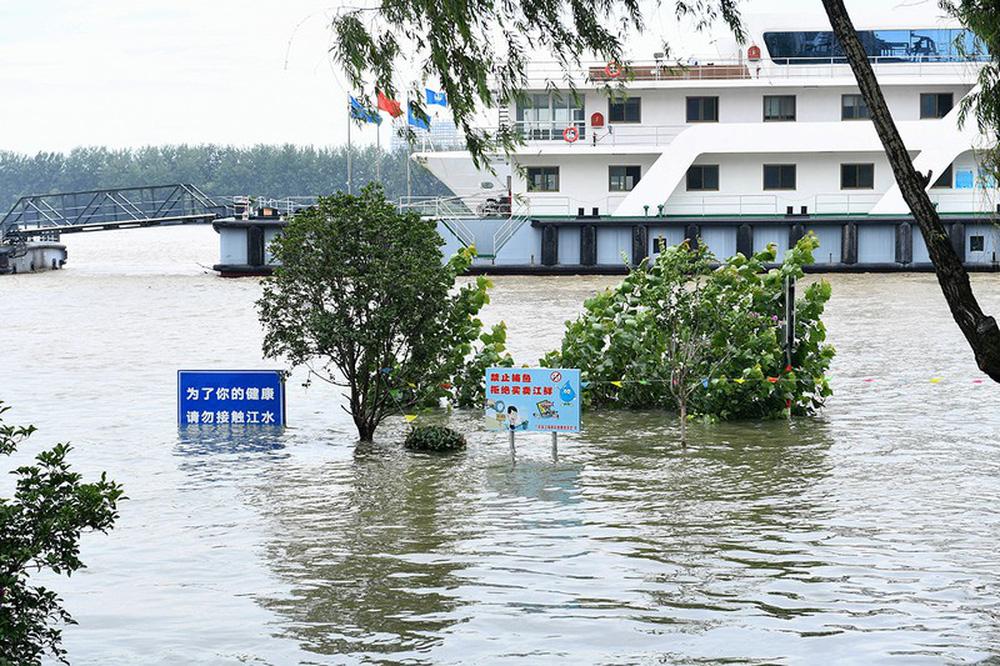 Ảnh: Lũ lụt nghiêm trọng nhất 3 thập kỷ tàn phá nhiều tỉnh thành ở Trung Quốc - Ảnh 8.