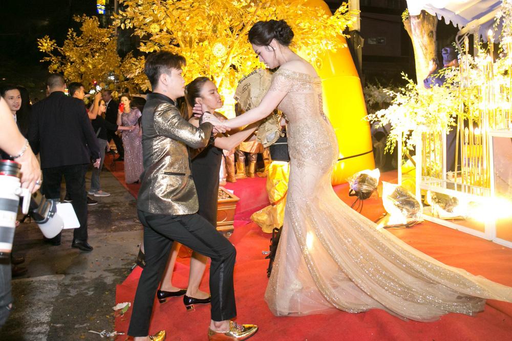 Bị tố bỏ vợ để cặp kè với Nhật Kim Anh vì tiền, trưởng nhóm HKT - Titi lên tiếng - Ảnh 3.