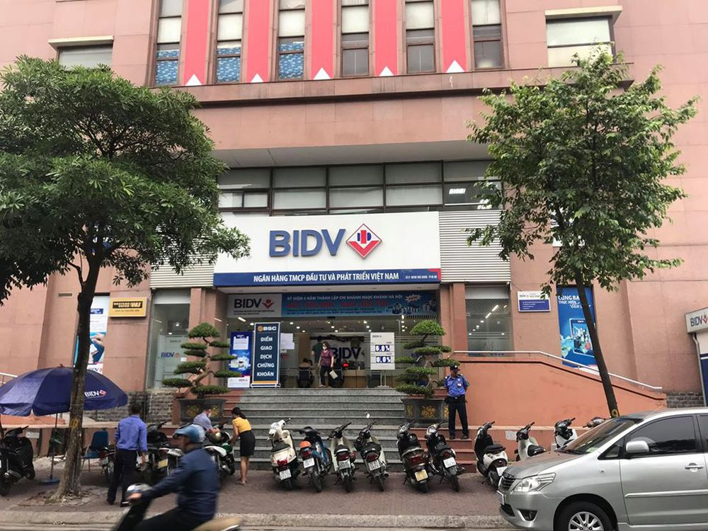 Hình ảnh 2 đối tượng dùng súng cướp 942 triệu đồng chi nhánh ngân hàng BIDV ở Hà Nội - Ảnh 3.