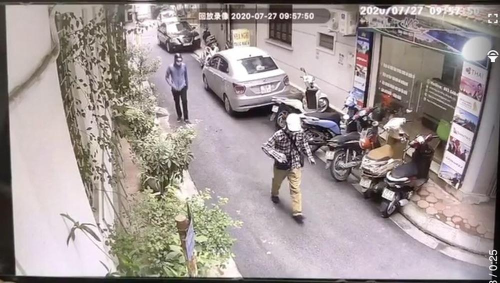 Hình ảnh 2 đối tượng dùng súng cướp 942 triệu đồng chi nhánh ngân hàng BIDV ở Hà Nội - Ảnh 1.