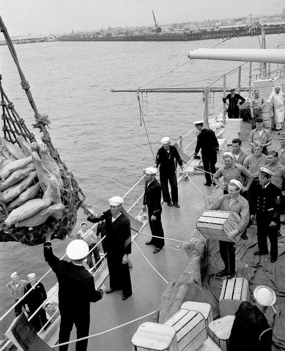 Thảm kịch chiến hạm Mỹ trúng ngư lôi Nhật Bản: Thủy thủ sống những ngày như địa ngục - Ảnh 1.