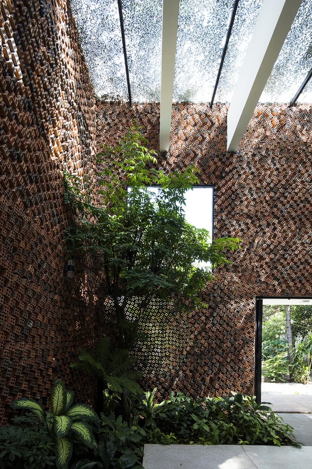 Căn nhà có những bức tường thở tại Biên Hòa nhìn thôi cũng đủ bị mê hoặc - Ảnh 12.
