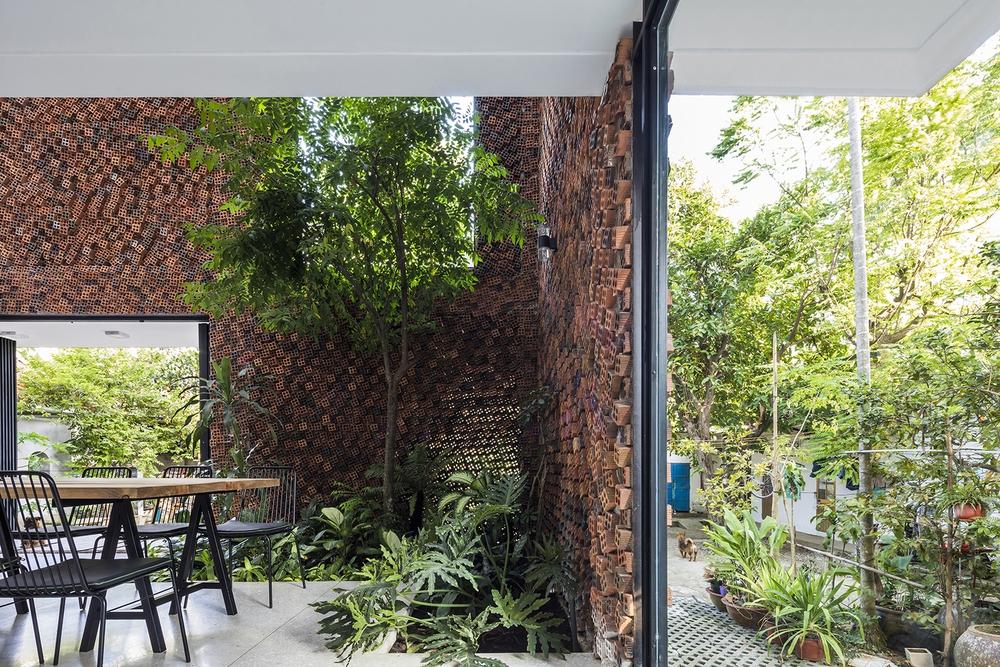Căn nhà có những bức tường thở tại Biên Hòa nhìn thôi cũng đủ bị mê hoặc - Ảnh 11.