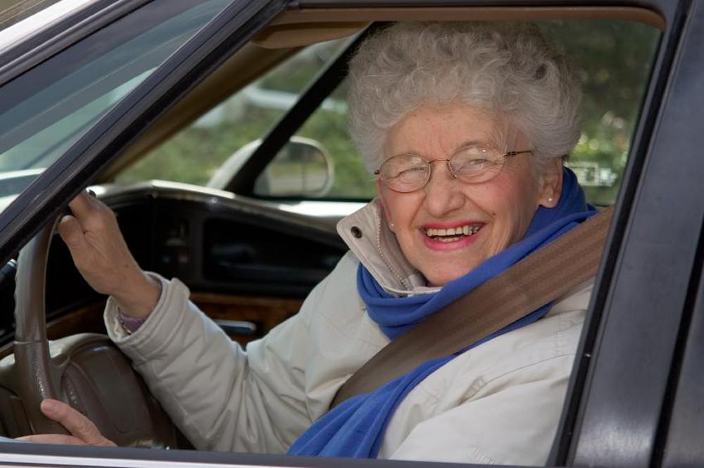 Hỏng xe giữa đường, người phụ nữ được giúp đỡ, không ngờ tới cơ duyên tốt đẹp sau đó - Ảnh 1.