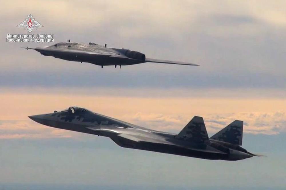 UAV khổng lồ của Nga: Kỳ quái và không giống với bất kỳ vũ khí nào của Mỹ - Ảnh 2.