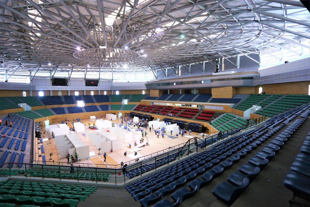 Thần tốc hoàn thiện bệnh viện dã chiến 300 giường trong nhà thi đấu Cung Thể thao ở Đà Nẵng - Ảnh 2.