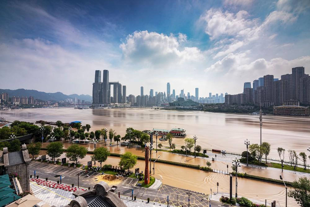 2 đợt lũ trên 2 sông cùng tập kích Trùng Khánh (TQ): Lũ cao nhất trong 40 năm, nước gần nhấn chìm biển tên đường - Ảnh 2.