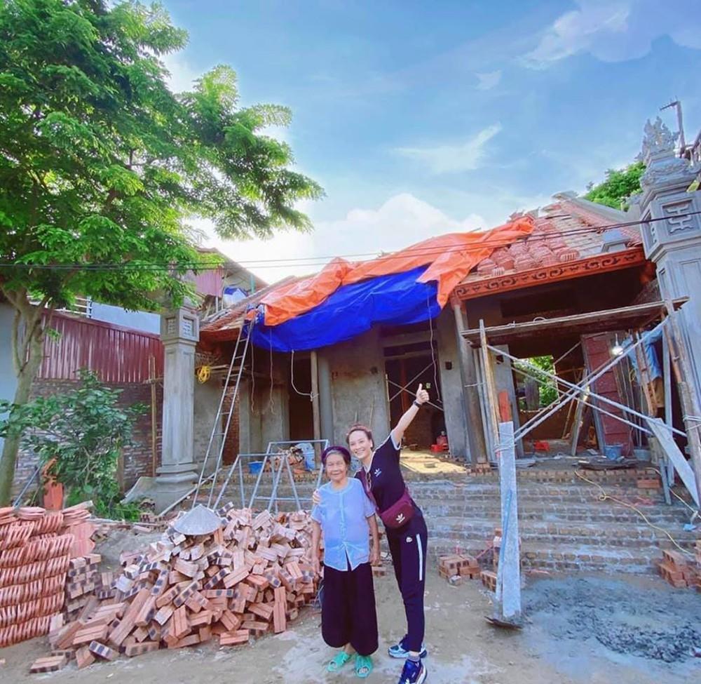 Diễn viên Bảo Thanh khoe nhà xây tặng bà ngoại sắp hoàn thành - Ảnh 2.
