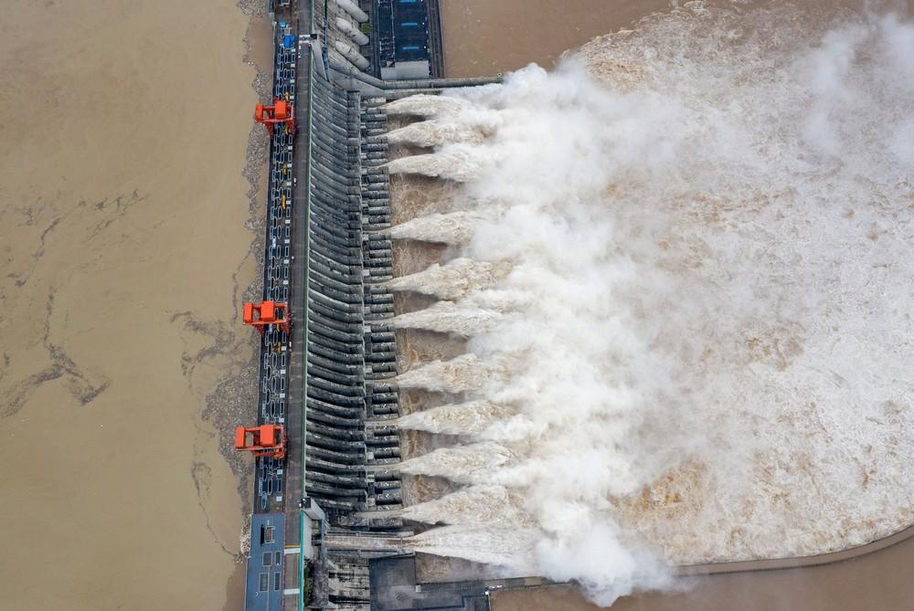 Trữ lượng hồ chứa đập Tam Hiệp gấp 2.000 lần trữ lượng nước Tây Hồ, người Trùng Khánh vất vả thu dọn tàn tích - Ảnh 3.