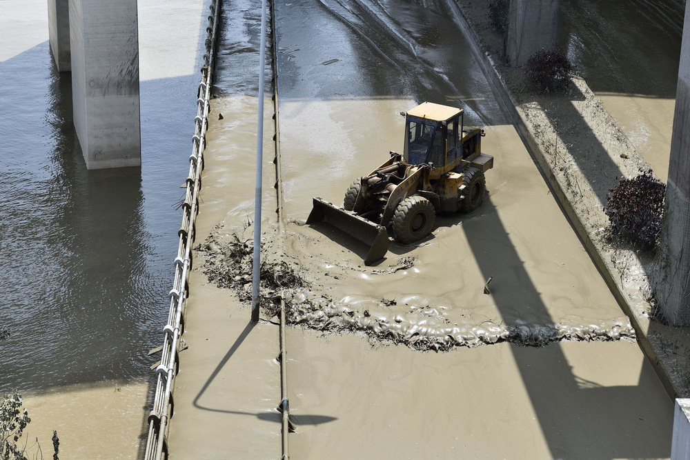 Trữ lượng hồ chứa đập Tam Hiệp gấp 2.000 lần trữ lượng nước Tây Hồ, người Trùng Khánh vất vả thu dọn tàn tích - Ảnh 9.