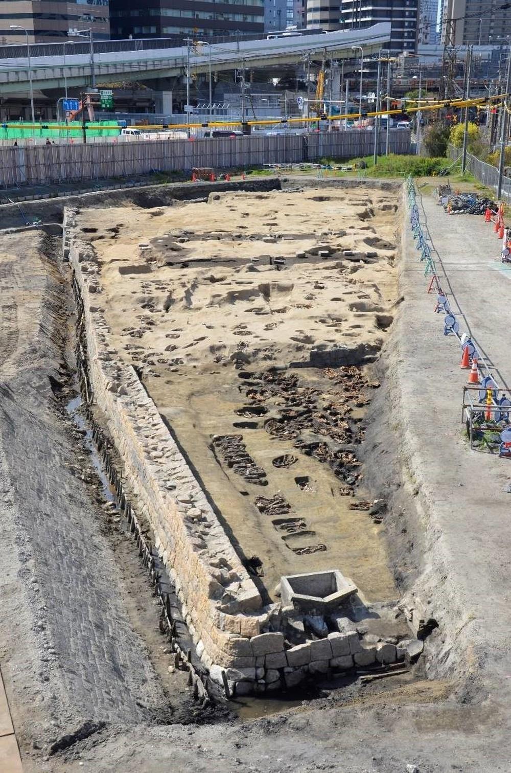 Phát hiện khu mộ lớn tại Nhật Bản chứa 1.500 hài cốt - Ảnh 3.