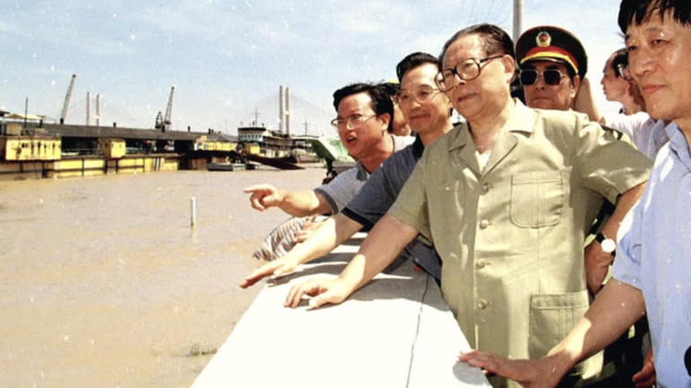 Trung Quốc: Ẩn ý gì sau thông tin Chủ tịch và Thủ tướng thị sát vùng lũ lụt? - Ảnh 4.