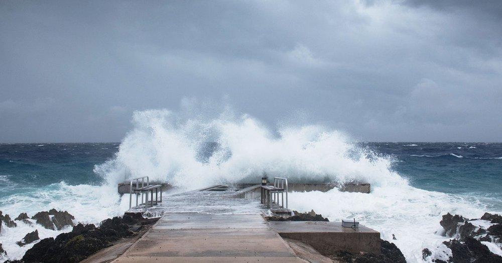 Phân tích sức mạnh không thể sống sót nổi của bão Laura khiến nửa triệu dân Mỹ phải sơ tán - Ảnh 2.