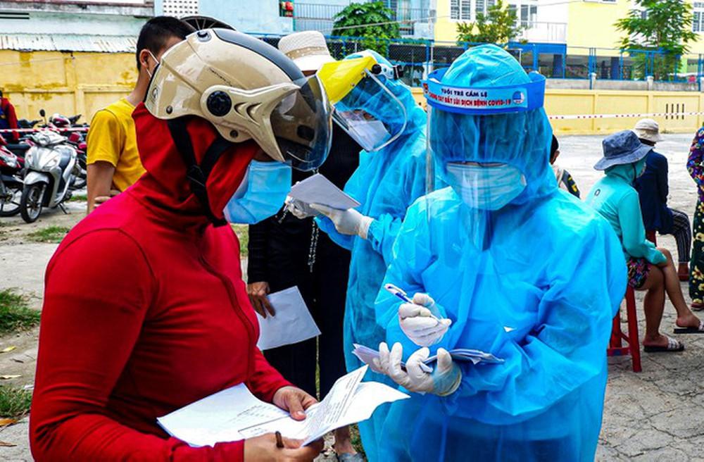 Bên trong Bệnh viện dã chiến Hòa Vang, điểm nóng nhất Đà Nẵng - Ảnh 12.