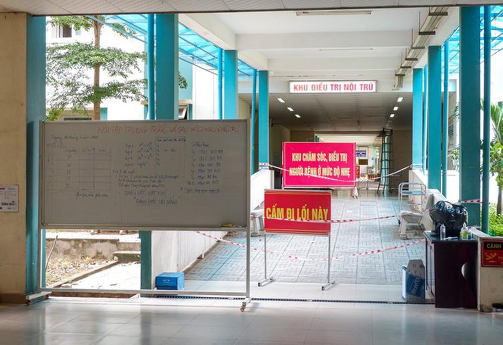 Bên trong Bệnh viện dã chiến Hòa Vang, điểm nóng nhất Đà Nẵng - Ảnh 6.