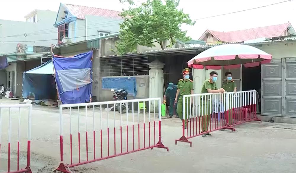 Thanh Hoá phong tỏa 2 khu phố với gần 600 hộ dân, nơi có người dương tính lần 1 với SARS-CoV-2 - Ảnh 1.