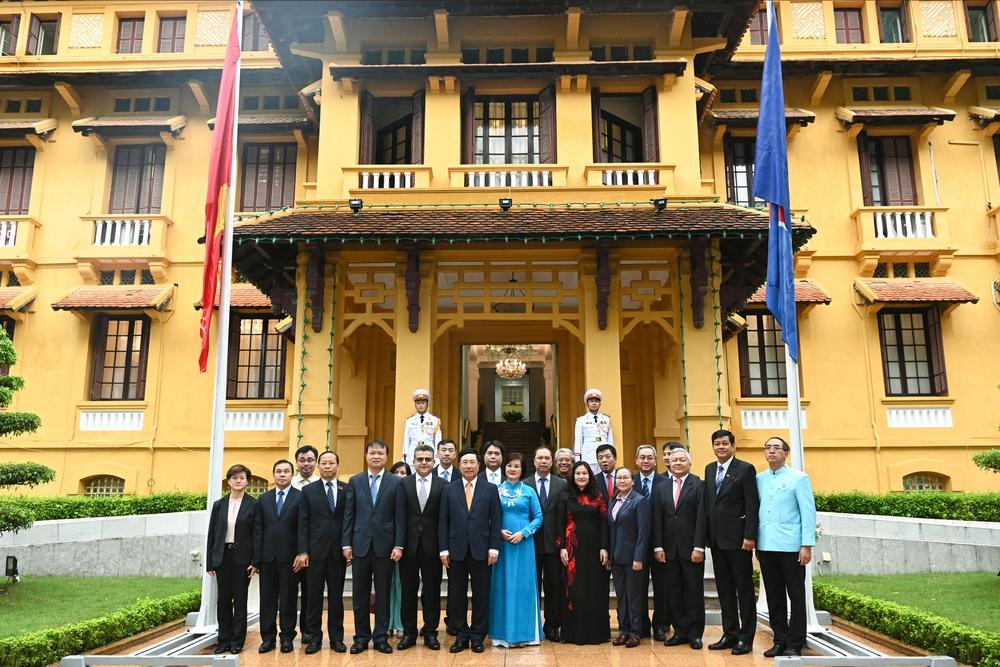 Phó Thủ tướng Phạm Bình Minh: ASEAN đã tiến một bước dài, từ chia rẽ đến hòa thuận - Ảnh 13.