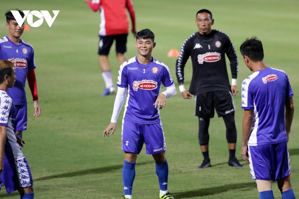 Không được thi đấu, Công Phượng vẫn hăng say tập luyện cùng CLB TPHCM - Ảnh 14.