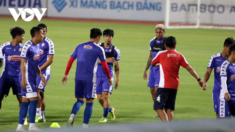 Không được thi đấu, Công Phượng vẫn hăng say tập luyện cùng CLB TPHCM - Ảnh 7.