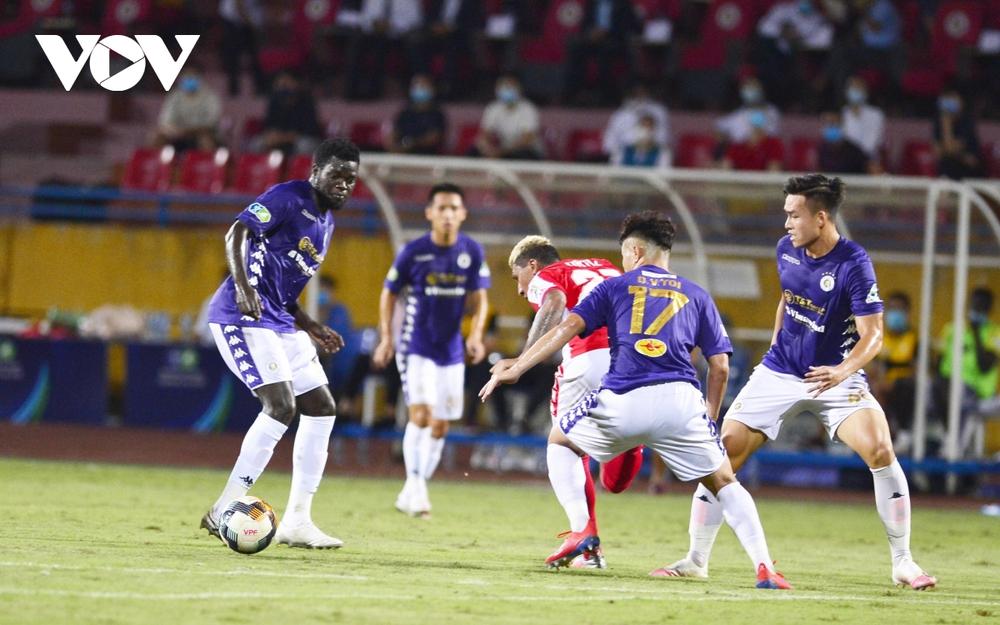 Ảnh: Hà Nội FC khiến hai ngoại binh tiền tỉ của TPHCM khóc thét - Ảnh 17.