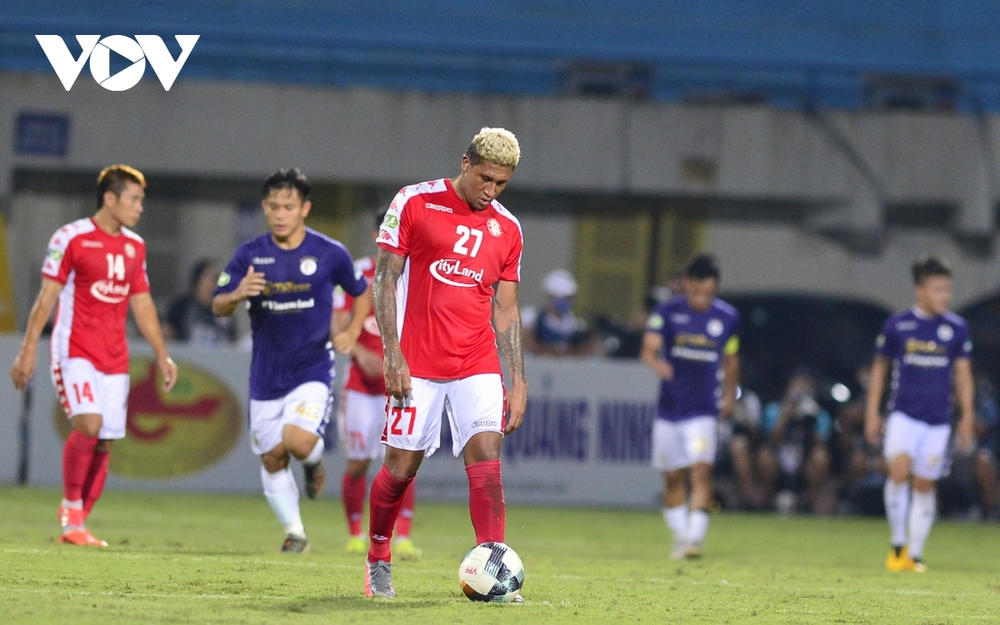 Ảnh: Hà Nội FC khiến hai ngoại binh tiền tỉ của TPHCM khóc thét - Ảnh 7.