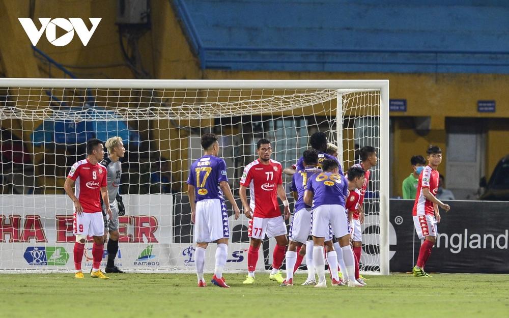 Ảnh: Hà Nội FC khiến hai ngoại binh tiền tỉ của TPHCM khóc thét - Ảnh 10.