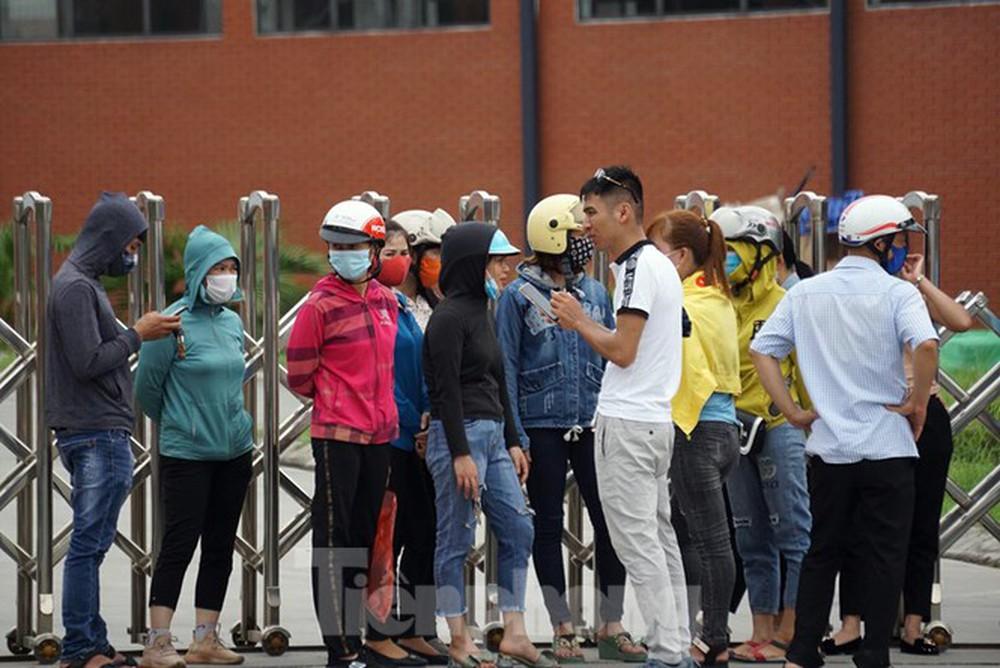 Hàng trăm công nhân vây trụ sở công ty vì Giám đốc biệt tích - Ảnh 3.