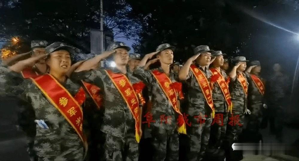 Lộ hình ảnh binh sĩ PLA khóc rưng rức trên đường đến biên giới tranh chấp Trung-Ấn: TQ nói gì? - Ảnh 1.