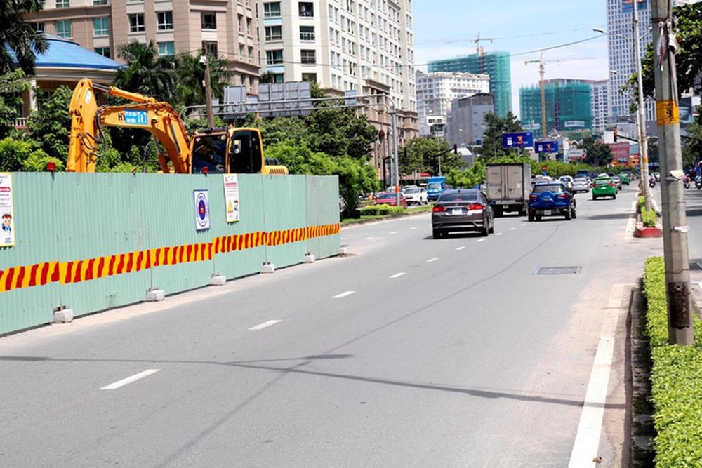 Từ ngày 3-10, TP HCM cấm các loại xe qua cầu vượt Nguyễn Hữu Cảnh - Ảnh 1.