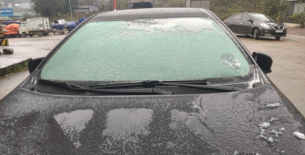 Cận cảnh tuyết rơi trắng xóa tại Y Tý, Sa Pa - Ảnh 9.