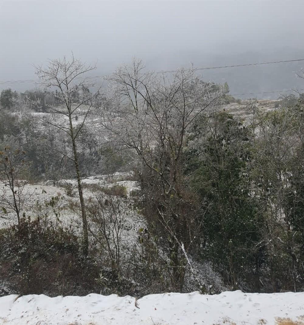 Mưa tuyết ở Y Tý và dãy Hoàng Liên Sơn sẽ dày hơn, lan tỏa xuống thị xã Sa Pa - Ảnh 1.