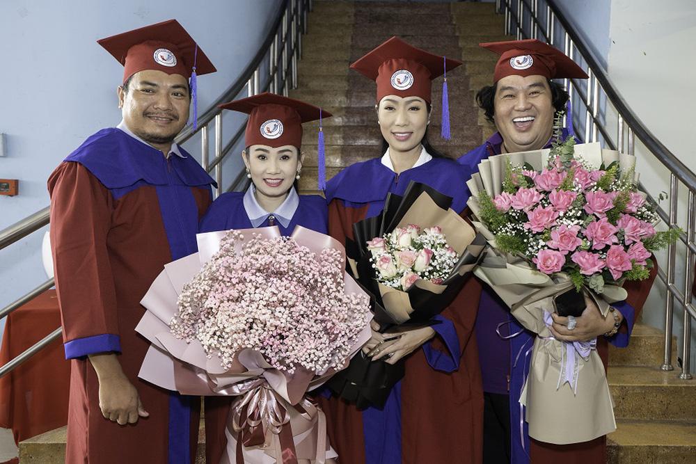 Tuổi 50, Hoàng Mập mới nhận bằng tốt nghiệp Đạo diễn, Việt Hương đòi làm điều khó tin - Ảnh 4.