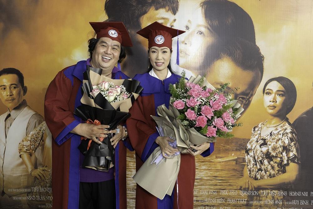 Tuổi 50, Hoàng Mập mới nhận bằng tốt nghiệp Đạo diễn, Việt Hương đòi làm điều khó tin - Ảnh 7.