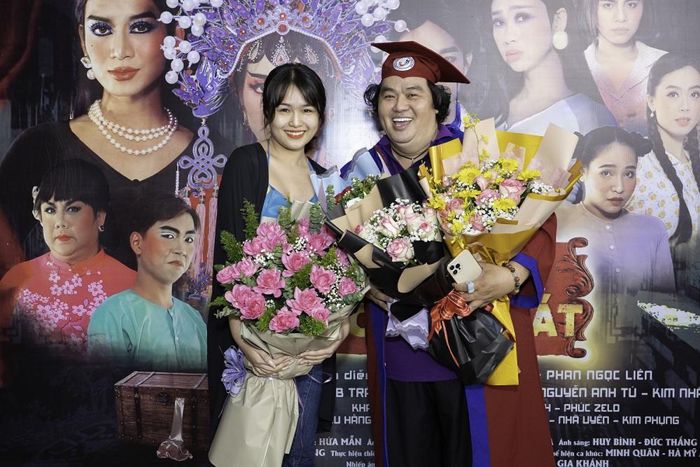 Tuổi 50, Hoàng Mập mới nhận bằng tốt nghiệp Đạo diễn, Việt Hương đòi làm điều khó tin - Ảnh 9.