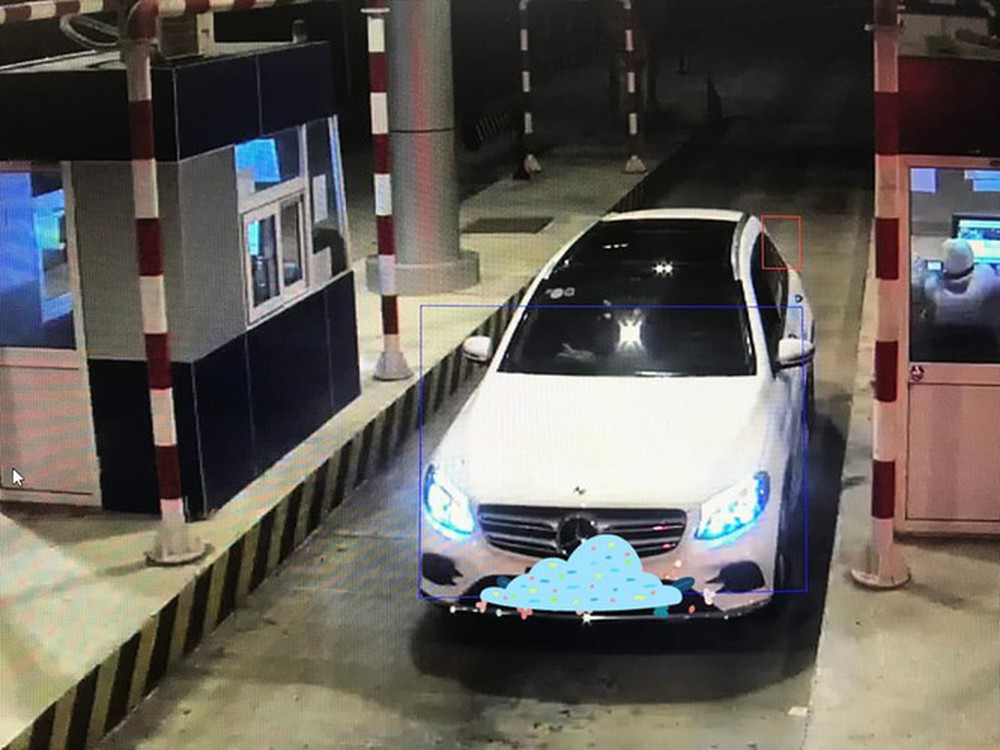 Nhiều ô tô bị ném đá trên cao tốc Lạng Sơn - Bắc Giang - Ảnh 1.