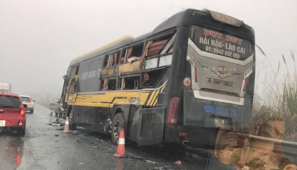 Xe tải quay đầu trên cao tốc Nội Bài - Lào Cai gây tai nạn với xe khách giường nằm - Ảnh 3.