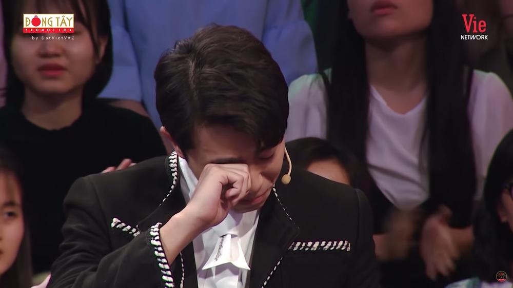 Hoa hậu Khánh Vân bật khóc: Ba tôi phải bươn chải, kiếm từng đồng một - Ảnh 4.