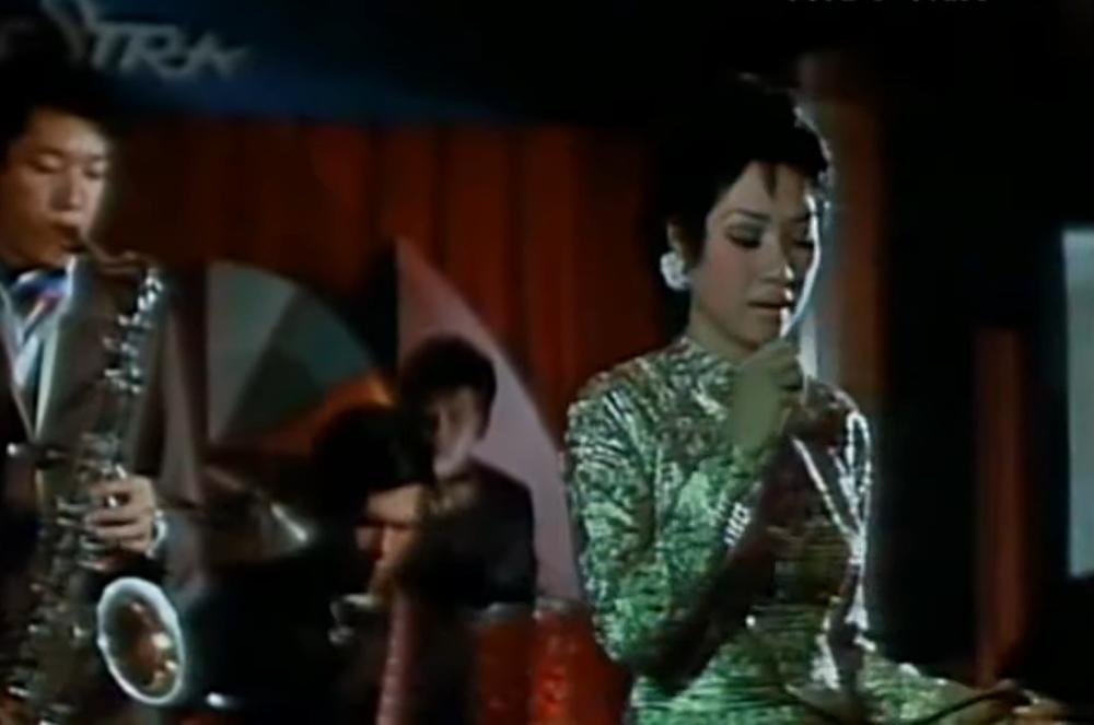 Hình ảnh hiếm hoi của danh ca Lệ Thu năm 30 tuổi: Xinh đẹp kiều diễm, giọng hát nội lực - Ảnh 3.