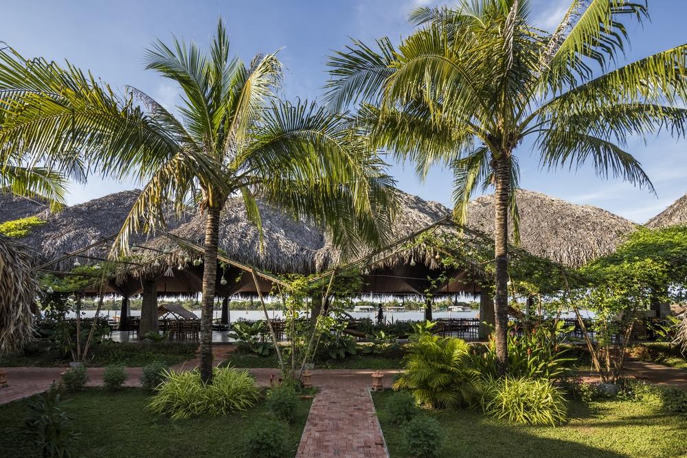 Nhà hàng mái dừa, thân tre ven sông ở miền Tây nổi bật trên báo ngoại - Ảnh 7.