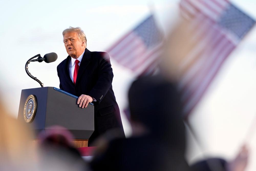 Tổng thống Trump rời Nhà Trắng lần cuối với 21 phát đại bác tiễn biệt, tuyên bố sẽ trở lại - Ảnh 11.
