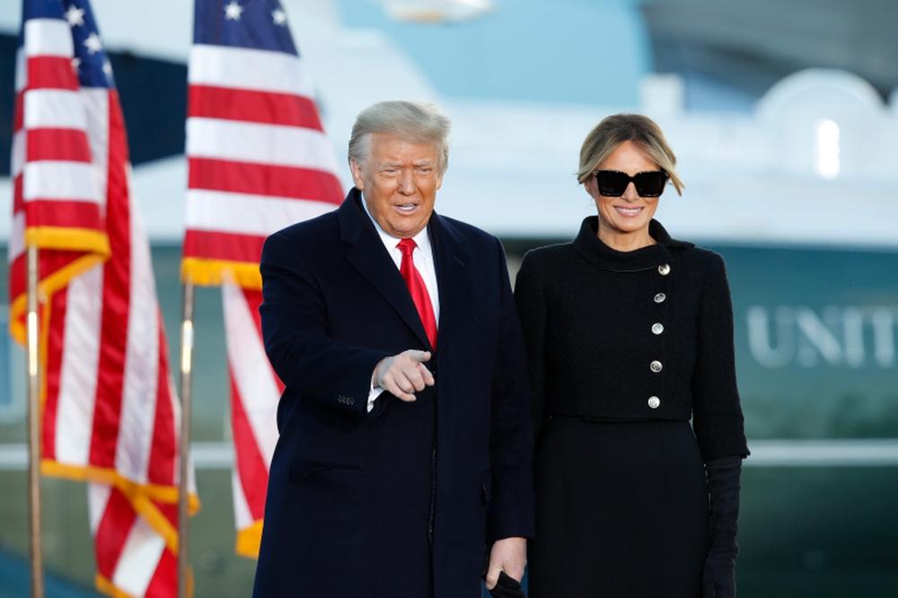 Tổng thống Trump rời Nhà Trắng lần cuối với 21 phát đại bác tiễn biệt, tuyên bố sẽ trở lại - Ảnh 10.