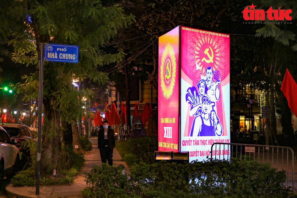 Hà Nội rực sáng trong đêm chào mừng Đại hội XIII của Đảng - Ảnh 7.