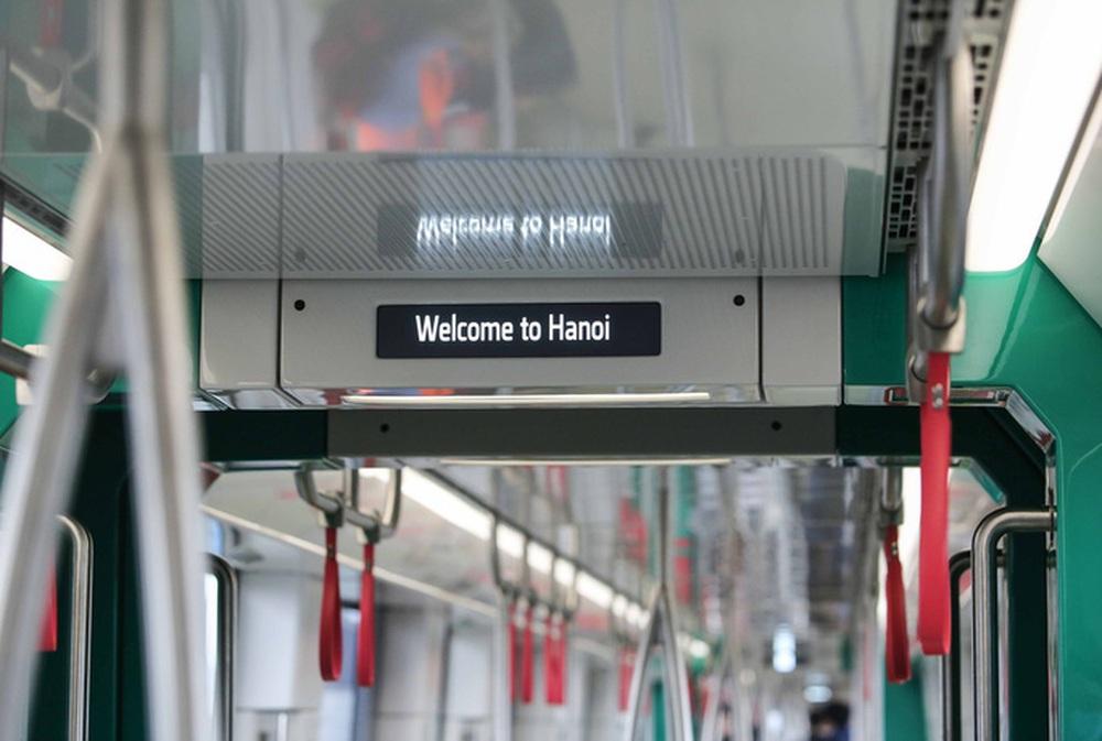 CLIP: Người dân ùn ùn kéo tới nhà ga S1, soi nội thất tàu tuyến đường sắt Nhổn - ga Hà Nội - Ảnh 12.