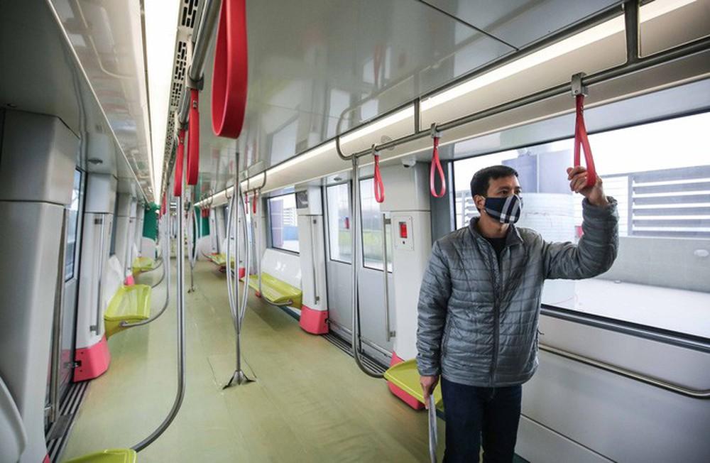 CLIP: Người dân ùn ùn kéo tới nhà ga S1, soi nội thất tàu tuyến đường sắt Nhổn - ga Hà Nội - Ảnh 8.