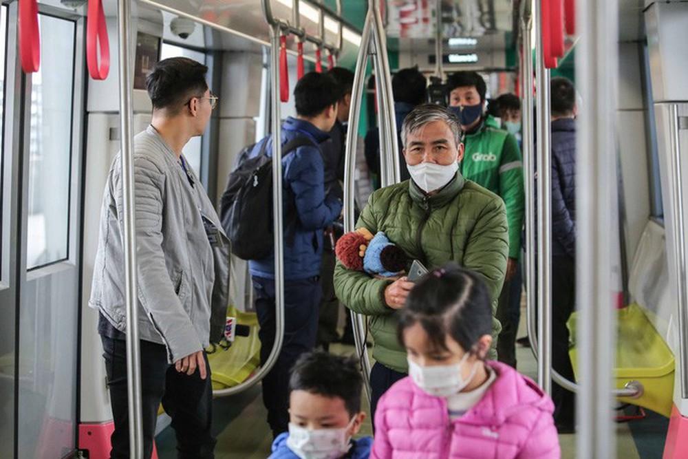 CLIP: Người dân ùn ùn kéo tới nhà ga S1, soi nội thất tàu tuyến đường sắt Nhổn - ga Hà Nội - Ảnh 9.