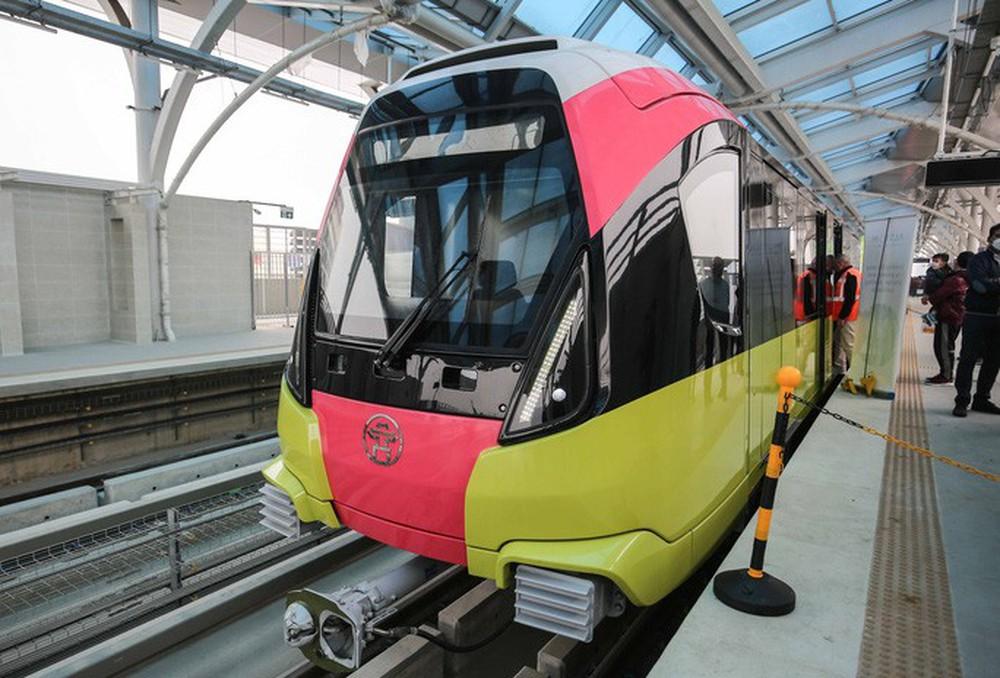 CLIP: Người dân ùn ùn kéo tới nhà ga S1, soi nội thất tàu tuyến đường sắt Nhổn - ga Hà Nội - Ảnh 11.
