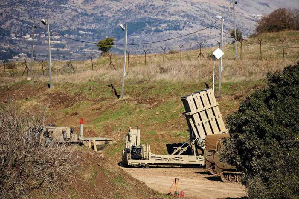 """Mỹ sẽ """"dàn trận"""" tên lửa Iron Dome khắp các căn cứ ở vùng Vịnh: Israel đã bật đèn xanh! - Ảnh 1."""