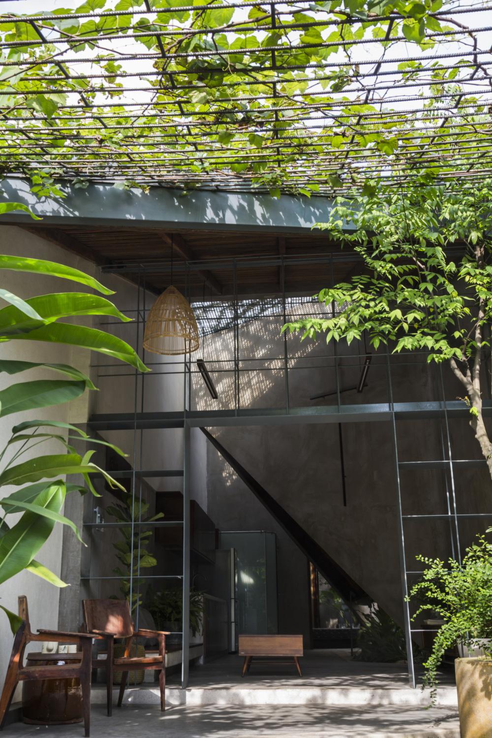 Ngôi nhà tường vôi, nằm nép mình trong con ngõ nhỏ tại Thủ Đức được báo Mỹ nhắc tên - Ảnh 1.
